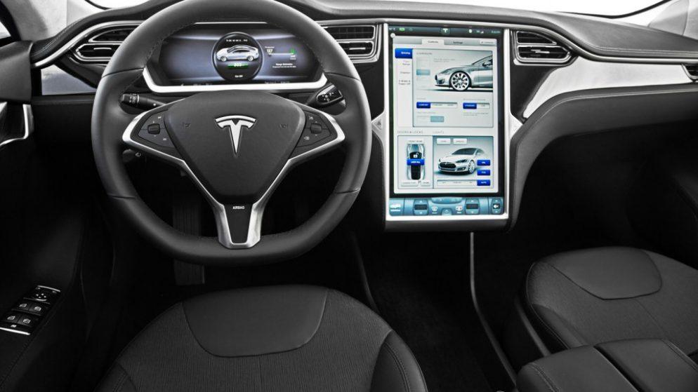 CES 2014 : quelles innovations pour Tesla, Volvo, Ford et PSA ?