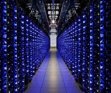 Internet polluerait autant que le trafic aérien mondial !