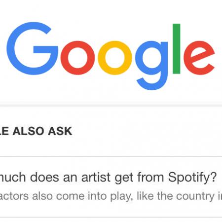 Google teste l'affichage d'un aperçu des réponses aux PAA dans ses SERPs